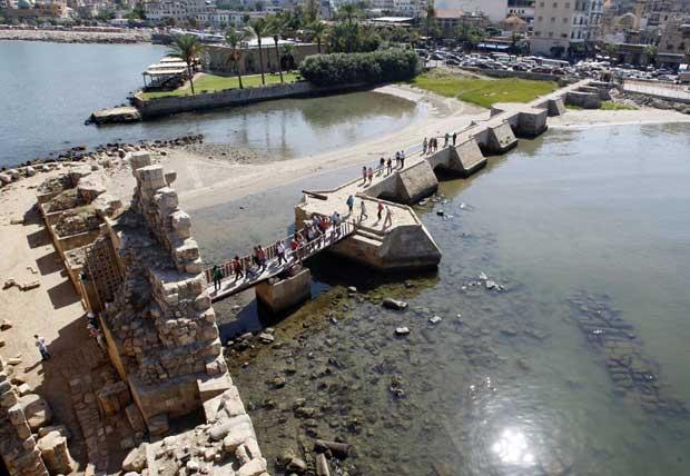 Líbano, 03.10.2011 | Turistas no castelo da cidade portuária de Sidon. O Líbano enfrenta uma crise turística: menos 90 por cento de turistas árabes este ano devido à instabilidade na Síria.