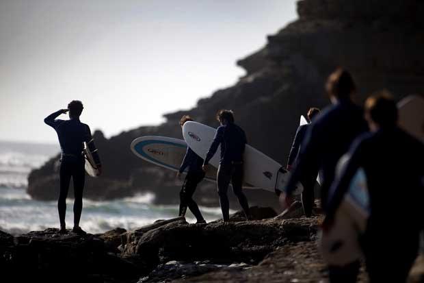 Escolas de surf Ribamar - os alunos de Ulisses, surfista há 32 anos e mentor de um surf camp.