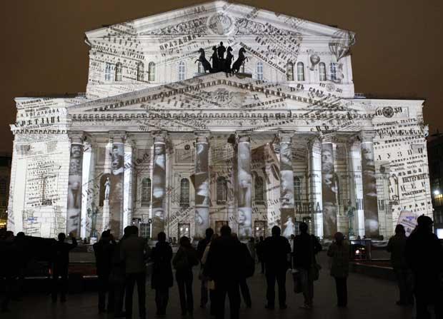 Detalhes da história do Bolshoi projectados no edifício