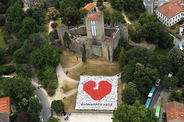 DR Guimarães 2012 ('Logótipo vivo' no Castelo, formado por 2012 crianças do concelho)