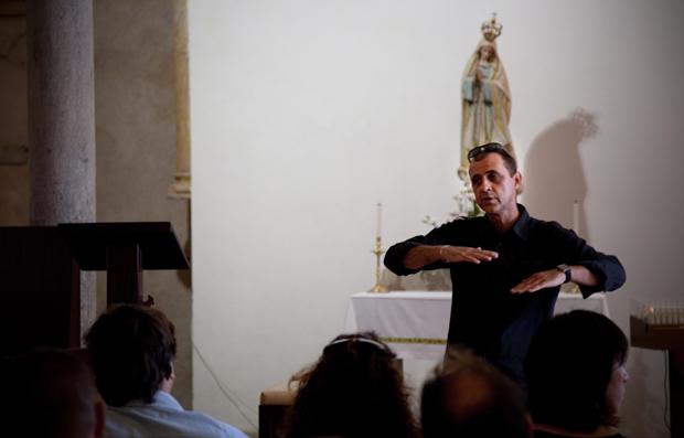 O especialista Fernando Martins explica as sobreposições históricas na antiga mesquita, actual igreja Matriz.