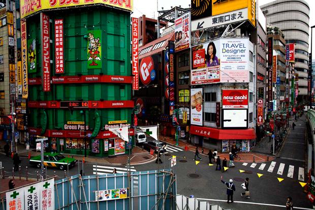 A zona oeste da estação de Shinjuku é uma das melhores de Tóquio para comprar material electrónico e fotográfico.