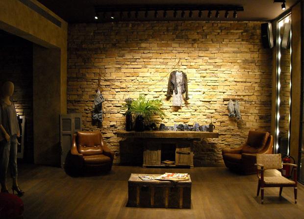 A decoração pretende retratar o interior de uma casa