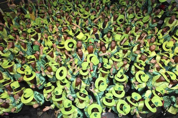 Irlanda, 16.11.2011 | Em Dublin, juntaram-se 262 Leprechauns para baterem o recorde mundial do Guinness de maior reunião de míticos gnomos irlandeses…