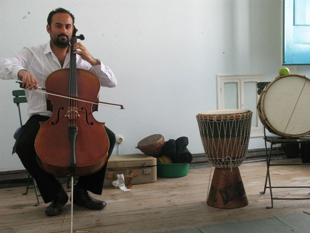 Alentejo, Évora, músico Hugo Fernandes ensaia na  Sociedade Harmonia Eborense.