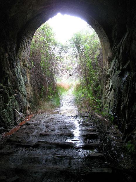 Alentejo, Túnel da antiga linha entre Pomarão e Minas de São Domingos.
