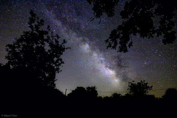 """Imagem da Via Láctea vista nos céus do Alentejo, em Vila Boim, Elvas. Um """"single frame""""obtido em 30/06/2011 às 00h26."""