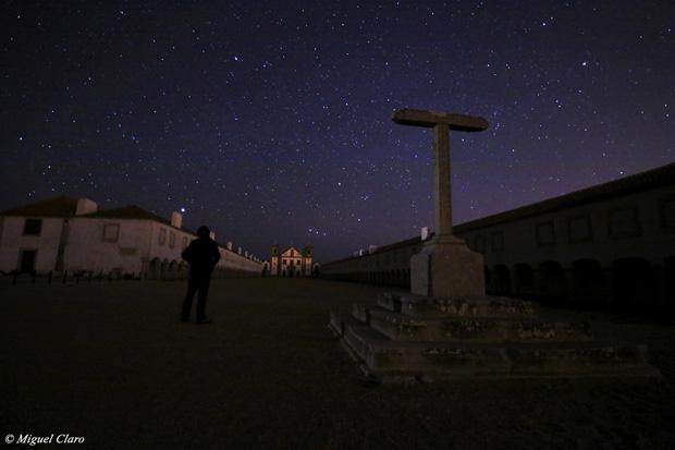 Imagem do céu estrelado no convento do Cabo Espichel.