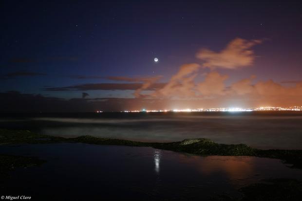 Conjunção entre a Lua , as Plêiades e o planeta Mercúrio.