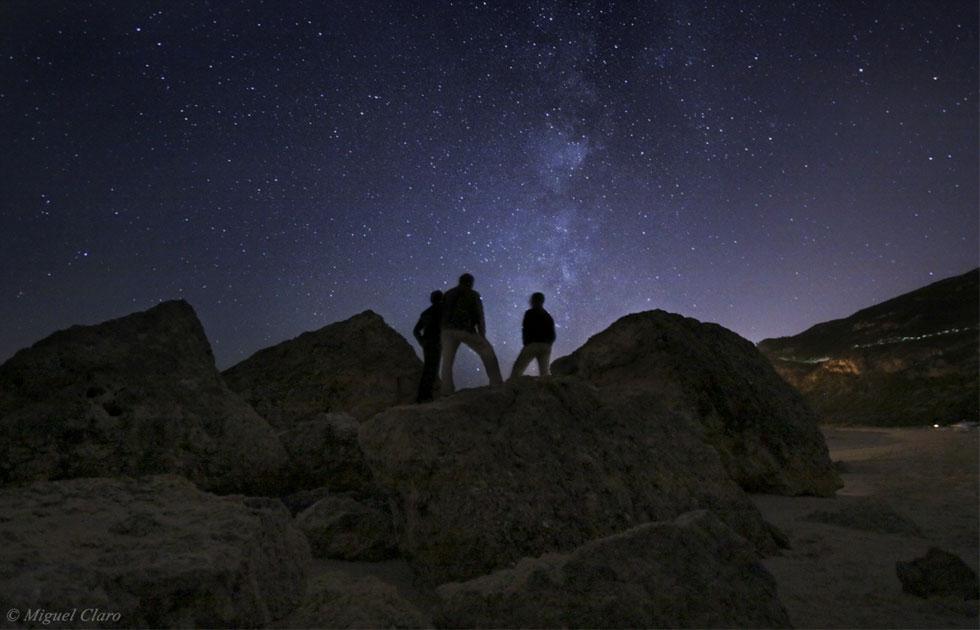 Três amigos e a Via Láctea.