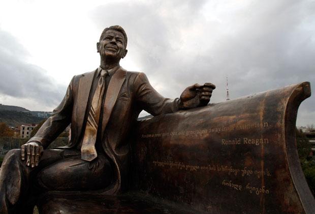 Geórgia, 23.11.2011 | Uma estátua de Ronald Reagan: o antigo Presidente dos EUA é visto a