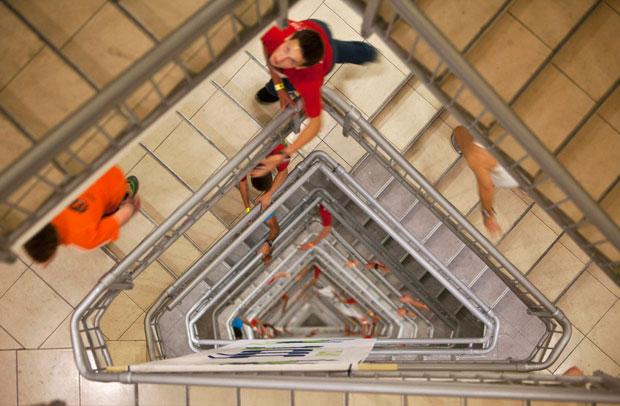 Israel, 25.11.2011 | Um momento da Corrida de Escadas, evento anual na torre Azrieli, em Telavive. Participam centenas e ganha quem subir mais depressa pelos 1144 degraus da torre de 51 pisos.