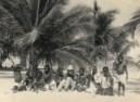 África (Angola), 1957, onde cresci: o calor, a terra ocre, a intensidade dos odores, a exuberância das etnias, a linha do horizonte a arder no fim de tarde. Só as crianças circulavam em liberdade. Fugia para as farras e dançava descalça na terra batida!