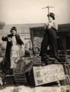 Com João Lagarto, em 1987. O princípio desta aventura na Costa do Castelo, onde uma casa de reclusão de raparigas se transformou numa casa de cultura para todos! Acção Social, formação e cultura são os três pilares que sustentam o projecto Chapitô. Desenvolvemos acções e práticas de inclusão e intervimos junto de jovens em situação de vulnerabilidade. Animamos e ensinamos (circo), numa casa onde as paredes falam a língua de quem as habita.