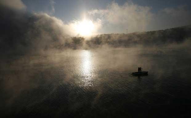 Rússia, 13.12.2011 | A remar pelo nevoeiro na baía de Shumikha, no rio Yenisei, em dia de 23ºC negativos. Estamos a 53km da siberiana Krasnoyarsk.