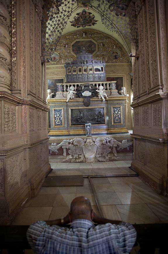 Basílica do Bom Jesus, Túmulo de São Francisco