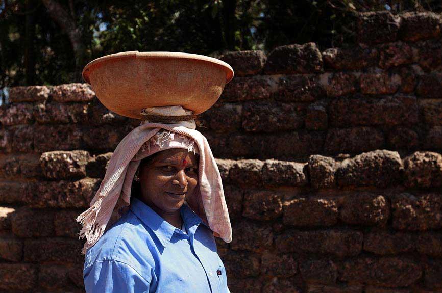 Trabalhadora das obras na Velha Goa
