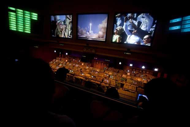 Kennedy Space Center - Reprodução numa sala idêntica dos últimos minutos do lançamento da missão Apollo 11