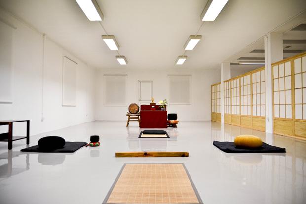O dojo, onde têm lugar os momentos de prática do zazen.