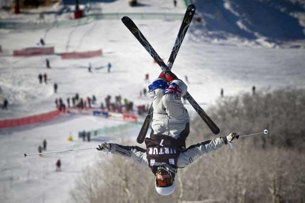 EUA, 20.12.2011 | Um salto bem captado durante o treino do australiano Rohan Chapman-Davies para as U.S. Freestyle Selections, na estância de esqui Steamboat (Colorado)