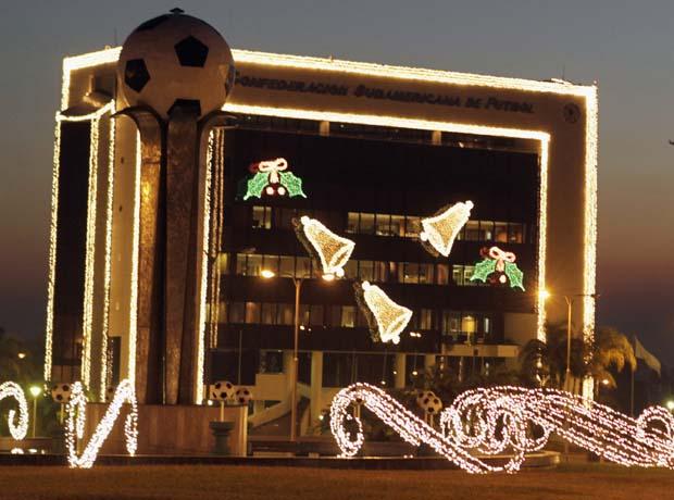 Paraguai. A sede da Confederação Sul-Africana de Futebol tornada uma caixa natalícia