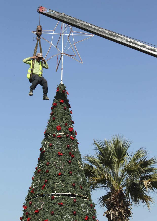 Líbano. A decorar o topo de uma árvore gigante em Sidon