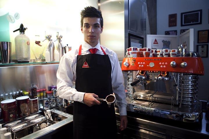 Campo Maior. Escola de Baristas Grão Maior da Delta Café. Pedro Borrego. Jovem barista (3.º classficado no Campeonato Nacional de Baristas 2011)