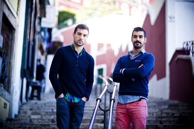 72f3da3c4 Dois portugueses lançaram-se na aventura de criar a primeira revista  portuguesa de moda masculina. De um modesto portal online