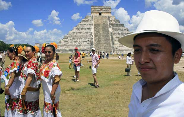 12. Maias 2012. Será o fim do mundo? É pelo menos um bom pretexto para redescobrir tanto maias como astecas. Aqui, a pirâmide Kukulcan, em  Chichen Itza, México