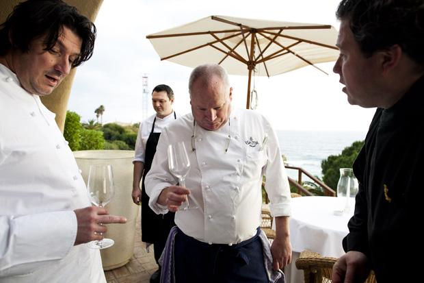 A prova de vinhos com o chef Marco Westmaas, o anfitrião Dieter Koschina e o escanção residente Arnaud Vallete