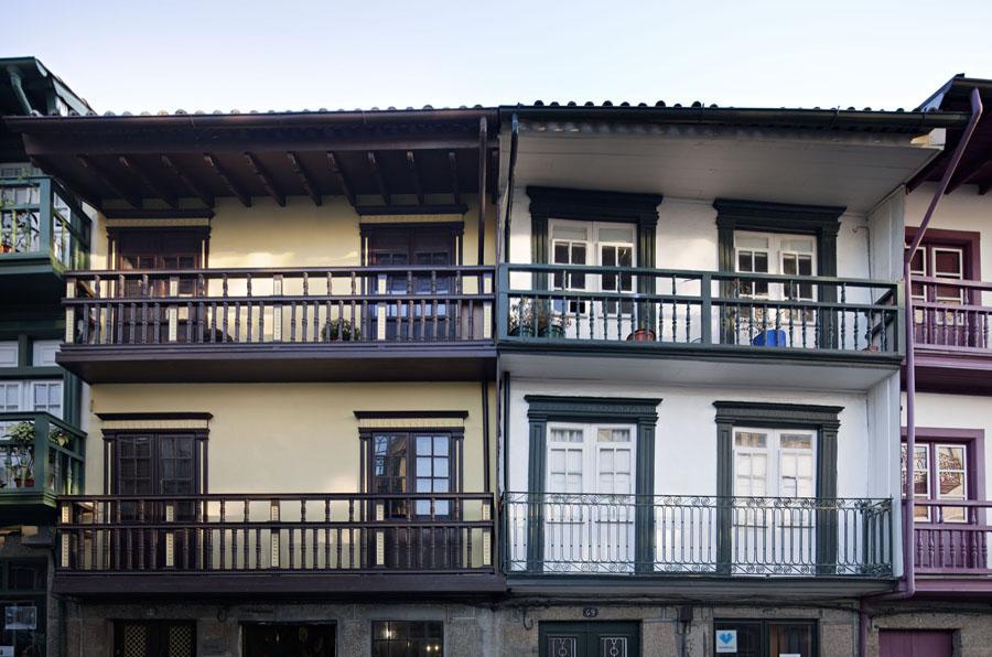 Casas na rua de Camões