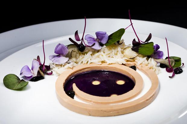 Opratode foie gras e caranguejo do chef holandês Johnnie Boer
