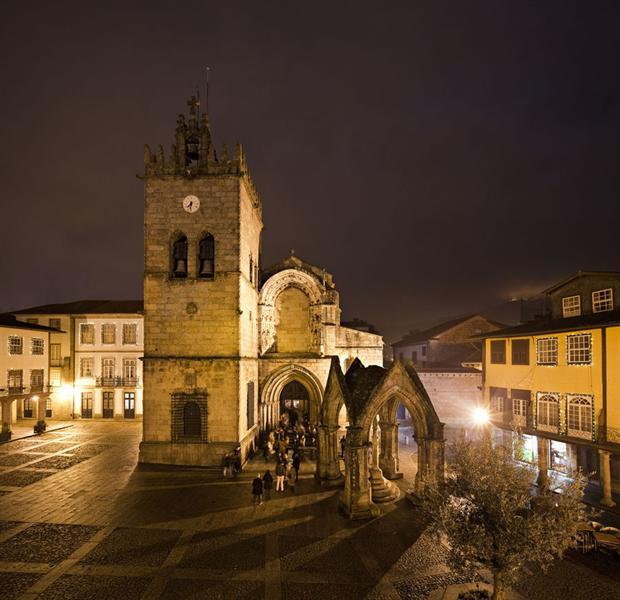 Dez passeios por Guimarães, dez séculos de arquitectura(s) aos nossos pés