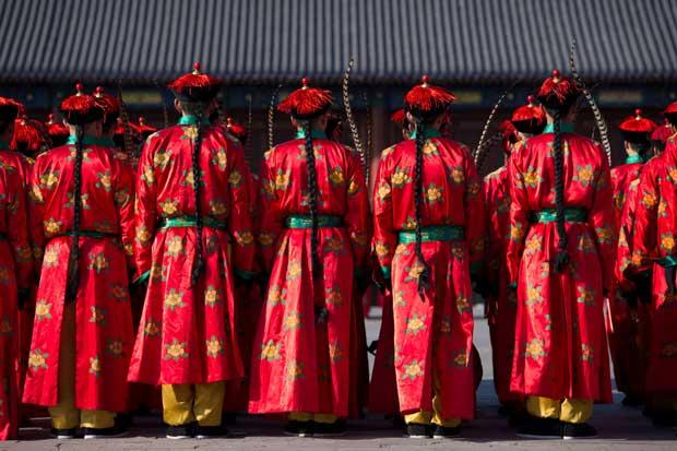 CHINA. Representação com trajes do tempo da Dinastia Quing, no Templo do Céu, Pequim