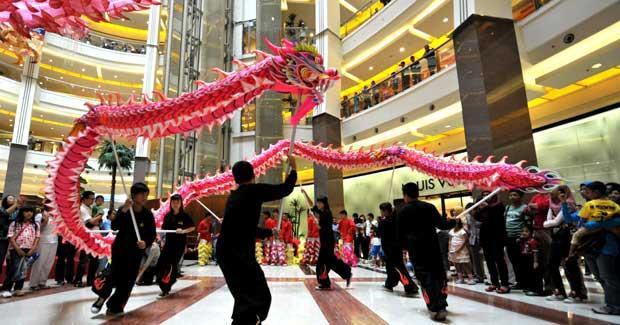 INDONÉSIA. A dança do dragão em Jacarta