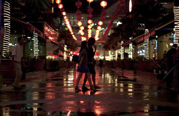 MALÁSIA. As ruas decoradas e iluminadas para celebrar o novo ano em Kuala Lampur
