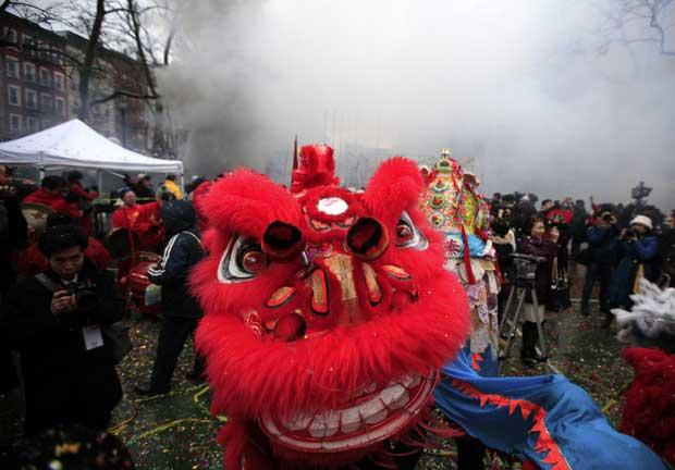 EUA. A dança do dragão na Chinatown de Nova Iorque