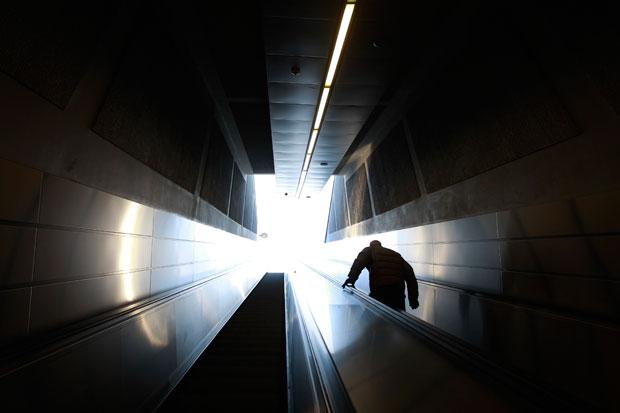 GRÉCIA. 17.01.2012. A sair do metro em Atenas (durante um dia de greve)