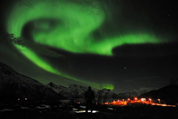 NORUEGA. 25.01.2012. A admirar a Aurora Borealis perto da cidade de Tromsoe