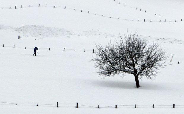 SUÍÇA. 25.01.2012. Um esquiador em Gstaad.