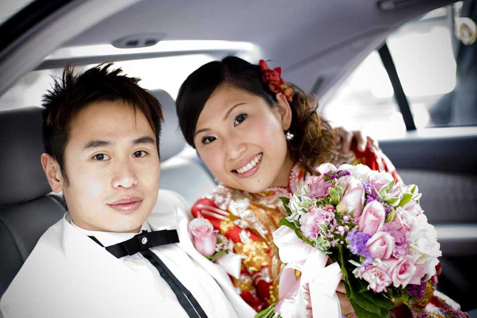 A alegria de um par recém-casado.