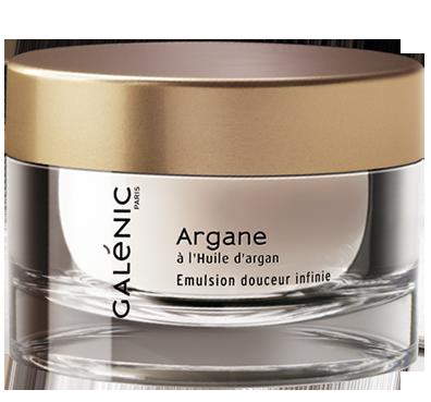 Emulsão Suavidade Extrema | Com óleo de argão, regenera e revitaliza as peles normais a secas, dando-lhes suavidade e elasticidade.