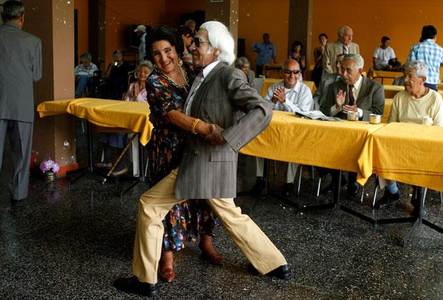 PERU. Uma dança romântica em Lima, no dia de São Valentim