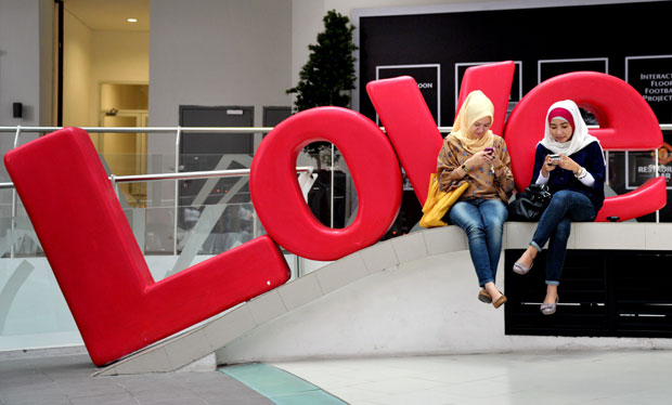 INDONÉSIA. Amor via telemóvel?
