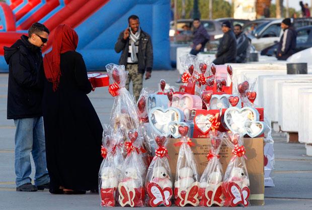 LÍBIA. Um passeio de São Valentim com direito a espiar presentes