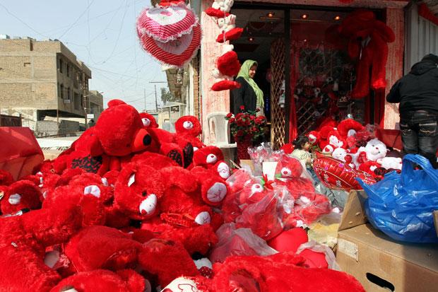 IRAQUE. As promoções de São Valentim de uma loja de Bagdad