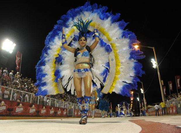 PARAGUAI. Desfile de Carnaval em Encarnción.