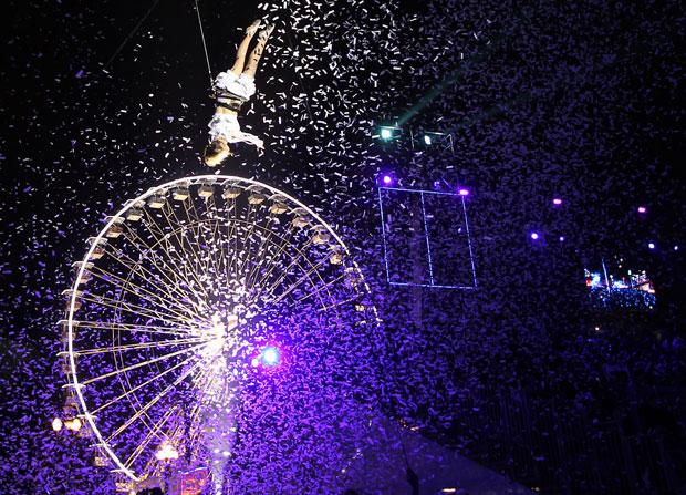 FRANÇA. Momento alto do desfile de Carnaval de Nice.