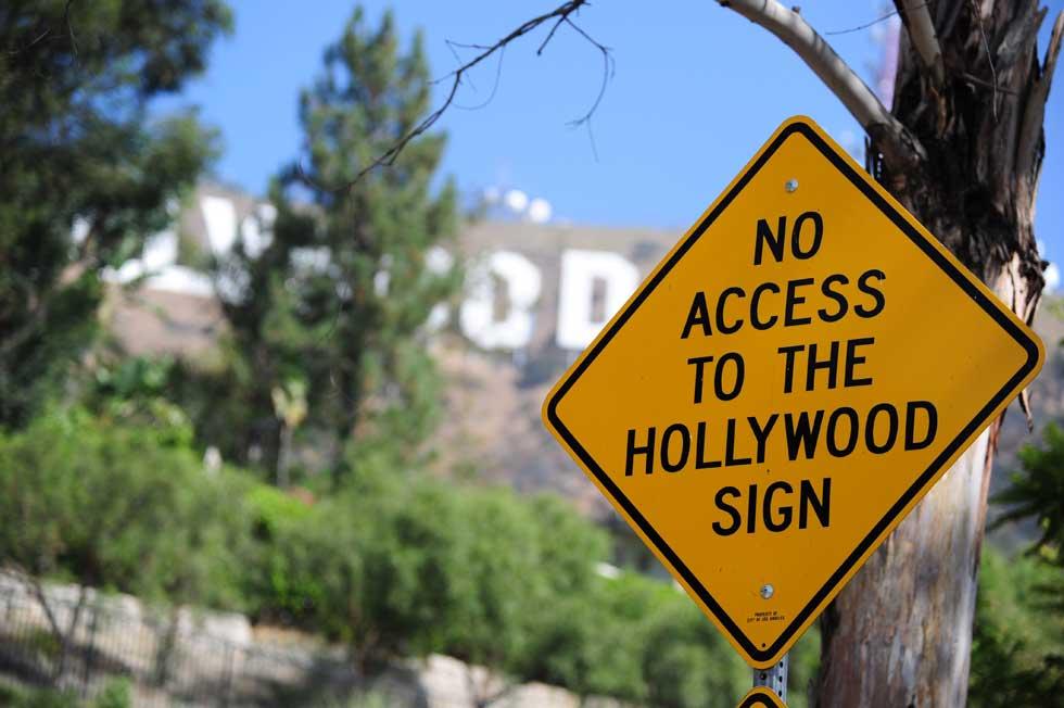 Um aviso aos turistas: por este caminho, não há acesso ao letreiro de Hollywood. Ávidos de chegarem às grandes letras para a foto a que têm direito, milhares de visitantes invadem as redondezas e os caminhos.