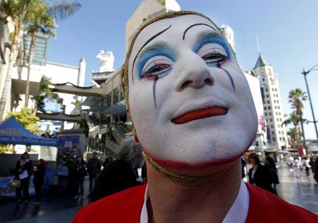 Na Hollywood Boulevard, cada um tem a sua máscara muito própria. No caso, muito profissional: é um elemento do Cirque du Soleil
